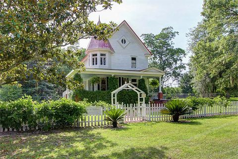3 stunning victorian era homes for sale in georgia