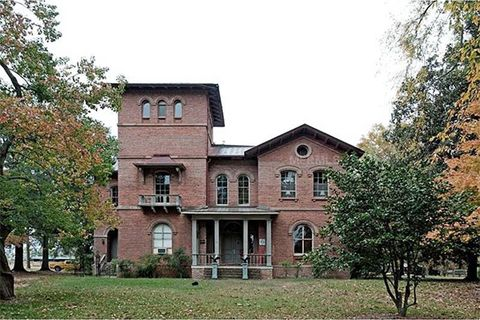 Spooky southern mansions for sale historic homes for sale for Old farm houses for sale in georgia