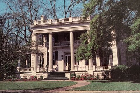 Spooky Southern Mansions for Sale - Historic Homes for Sale on beaufort south carolina old plantations, old florida plantations, old slavery plantations, old natchez plantations, old hawaii plantations, old new orleans plantations, old savannah plantations, old southern plantations,