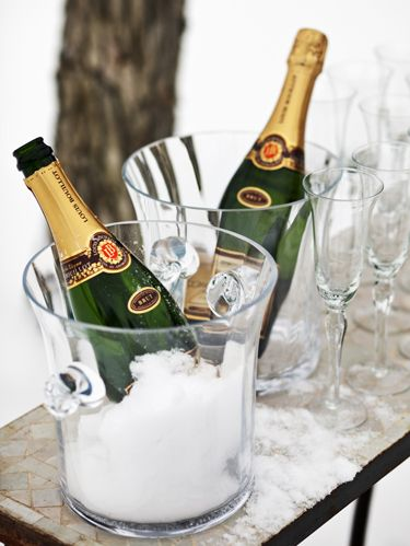 Glass bottle, Drinkware, Glass, Bottle, Alcohol, Alcoholic beverage, Barware, Drink, Beer bottle, Stemware,