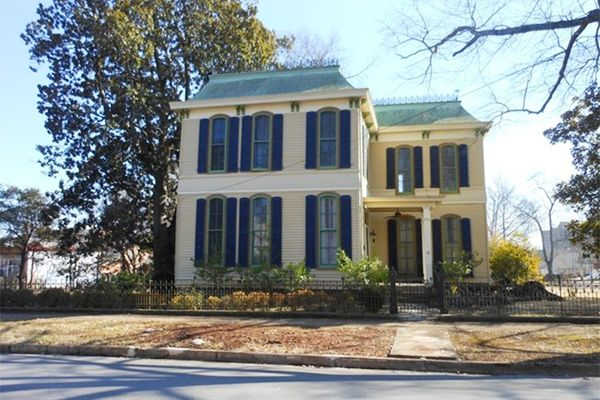 sweet homes in alabama historic homes for sale rh countryliving com
