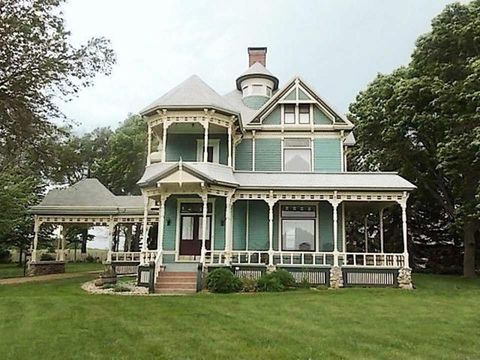Built In 1887 This Elegant Queen Anne Is Listed On The National Register Of Historic Places Inside 4 150 Square Footer You Ll Find A Whopping 14