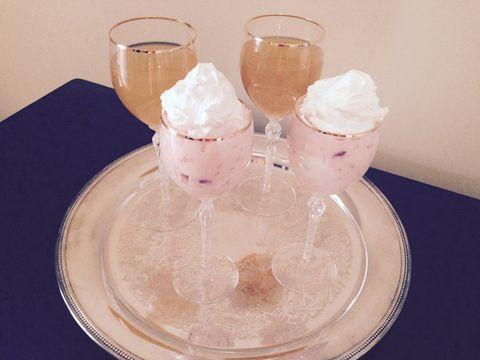Serveware, Dishware, Dessert, Drinkware, Ice cream, Sweetness, Cuisine, Frozen dessert, Peach, Dairy,