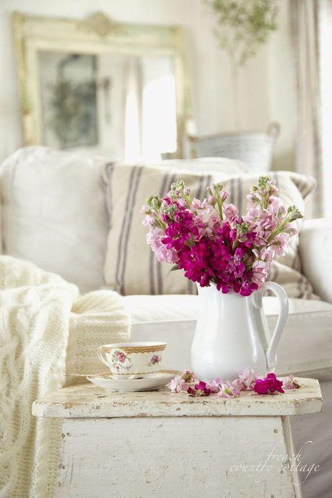 Petal, Room, Textile, Flower, Serveware, Pink, Interior design, Interior design, Purple, Magenta,