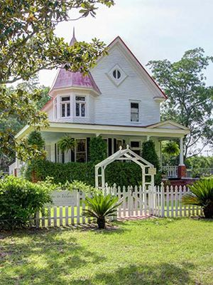 3 stunning victorian era homes for sale in georgia historic homes rh countryliving com