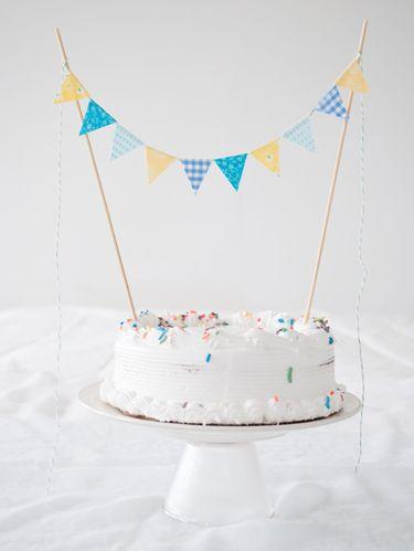 Cake, Dessert, Ingredient, Sweetness, Food, Party supply, Baked goods, Cake decorating supply, Cuisine, Cake decorating,