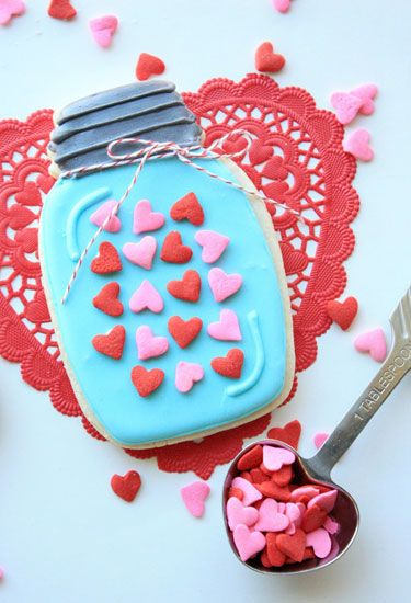 Red, Pink, Sweetness, Dessert, Finger food, Confectionery, Heart, Cuisine, Icing, Baked goods,