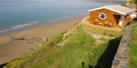 Coastal and oceanic landforms, Coast, Shore, House, Ocean, Beach, Sea, Bay, Rural area, Cottage,