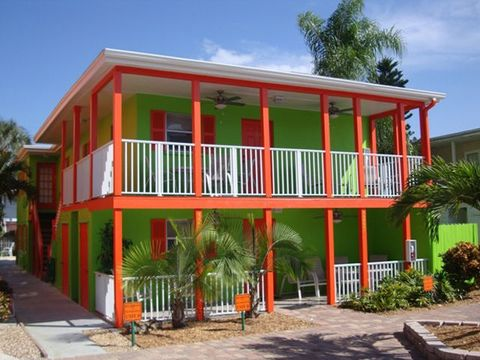 Property, House, Real estate, Building, Home, Facade, Balcony, Porch, Residential area, Arecales,