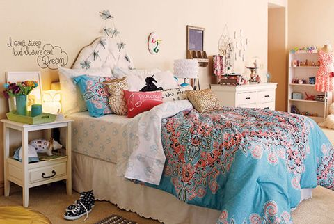 Room, Interior design, Green, Bed, Textile, Home, Bedroom, Furniture, Bedding, Wall,