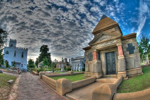 Cloud, Meteorological phenomenon, Historic site, Cobblestone, Landscaping, Tourist attraction, Walkway, Panorama, Monument, Mausoleum,