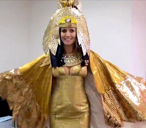 Human, Yellow, Headgear, Tradition, Fashion, Metal, Beige, Hair accessory, Headpiece, Costume design,