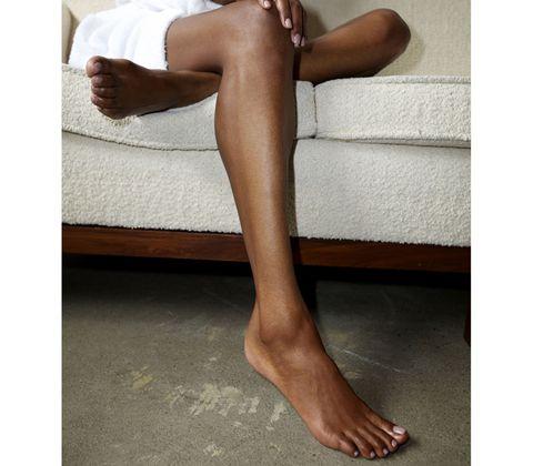 Leg, Skin, Human leg, Toe, Joint, Comfort, Barefoot, Knee, Foot, Muscle,