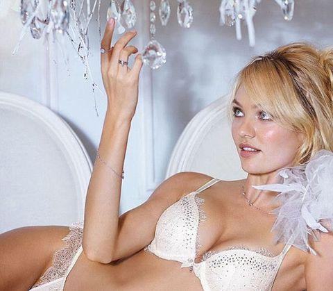 Kom aan afbeeldingen en royalty free beelden van Background Of A Sexy Beautiful Naked Girls op iStock.
