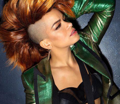 Lip, Green, Hairstyle, Eyelash, Style, Iris, Beauty, Red hair, Fashion, Liver,