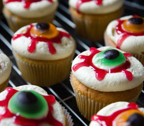 Cupcake, Food, Sweetness, Dessert, Baked goods, Cuisine, Baking cup, Ingredient, Cake, Cake decorating supply,
