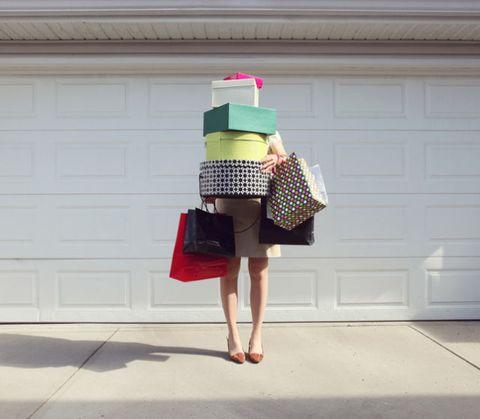 Clothing, Bag, Style, Luggage and bags, Street fashion, Maroon, Shoulder bag, Handbag, Foot, Ribbon,