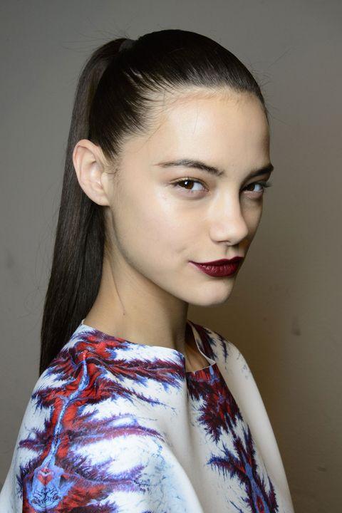 model, backstage, beauty, huid, donkere lippen