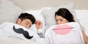 man vrouw slapen bed