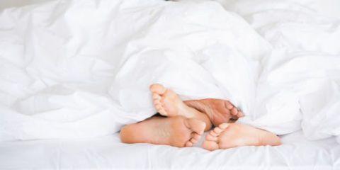 Comfort, Bedding, Linens, Barefoot, Bed sheet, Foot, Bedroom, Duvet, Blanket, Bed,