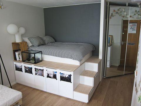 Wood, Room, Floor, Interior design, Property, Flooring, Wall, Ceiling, Furniture, Balloon,
