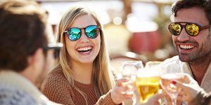 wijn proosten weekend feest cheers