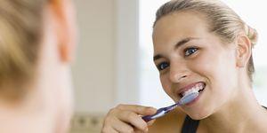 tandenpoetsen-voor-of-na-het-ontbijt