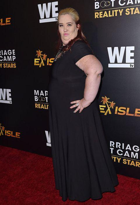 Clothing, Red carpet, Carpet, Premiere, Dress, Shoulder, Flooring, Event, Little black dress, Award,