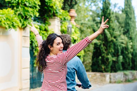 Finger, Sleeve, Happy, Leisure, People in nature, Street fashion, Gesture, Rejoicing, Long-sleeved t-shirt, Photo shoot,