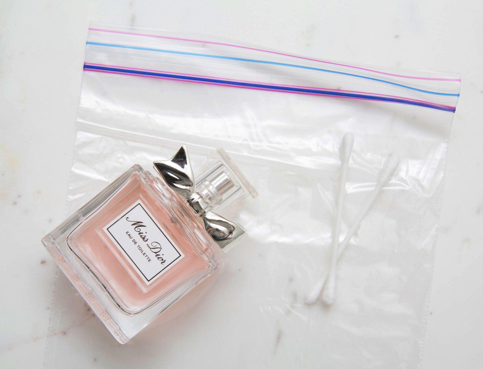 Parfum et cotons-tiges