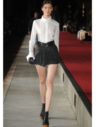 Clothing, Leg, Brown, Sleeve, Collar, Human leg, Shoulder, Textile, Photograph, Joint,