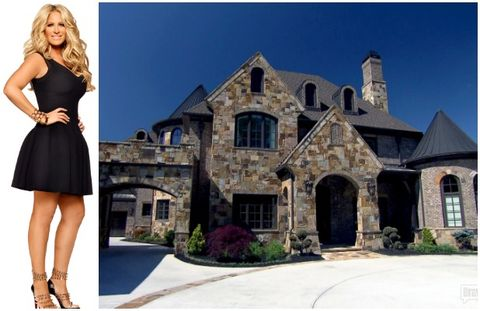 Dress, Property, Shoulder, Photograph, Real estate, Formal wear, Waist, Style, Door, House,
