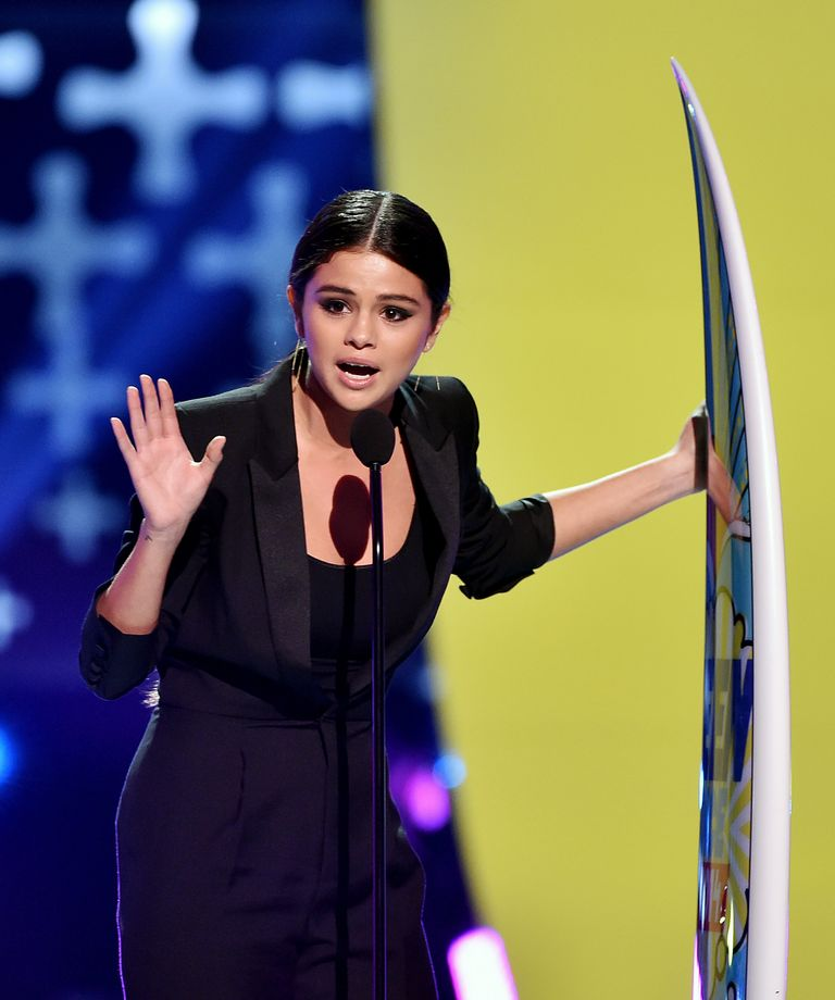 Watch Selena Gomez Give an Emotional Speech About Her Mother