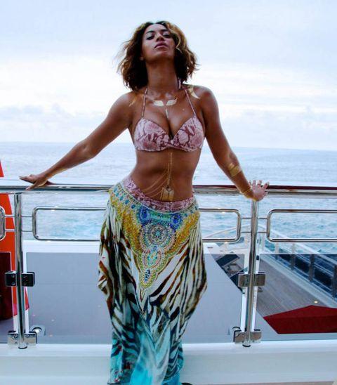 New Beyonce bikini photos.
