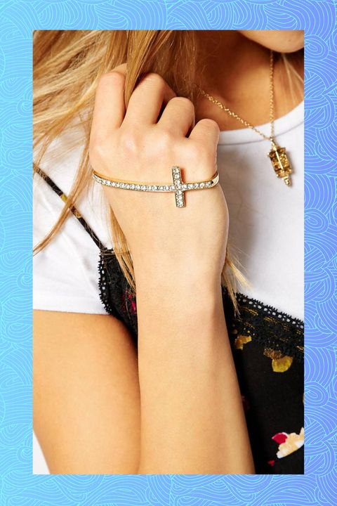 Finger, Brown, Skin, Jewellery, Wrist, Fashion accessory, Body jewelry, Style, Pattern, Amber,