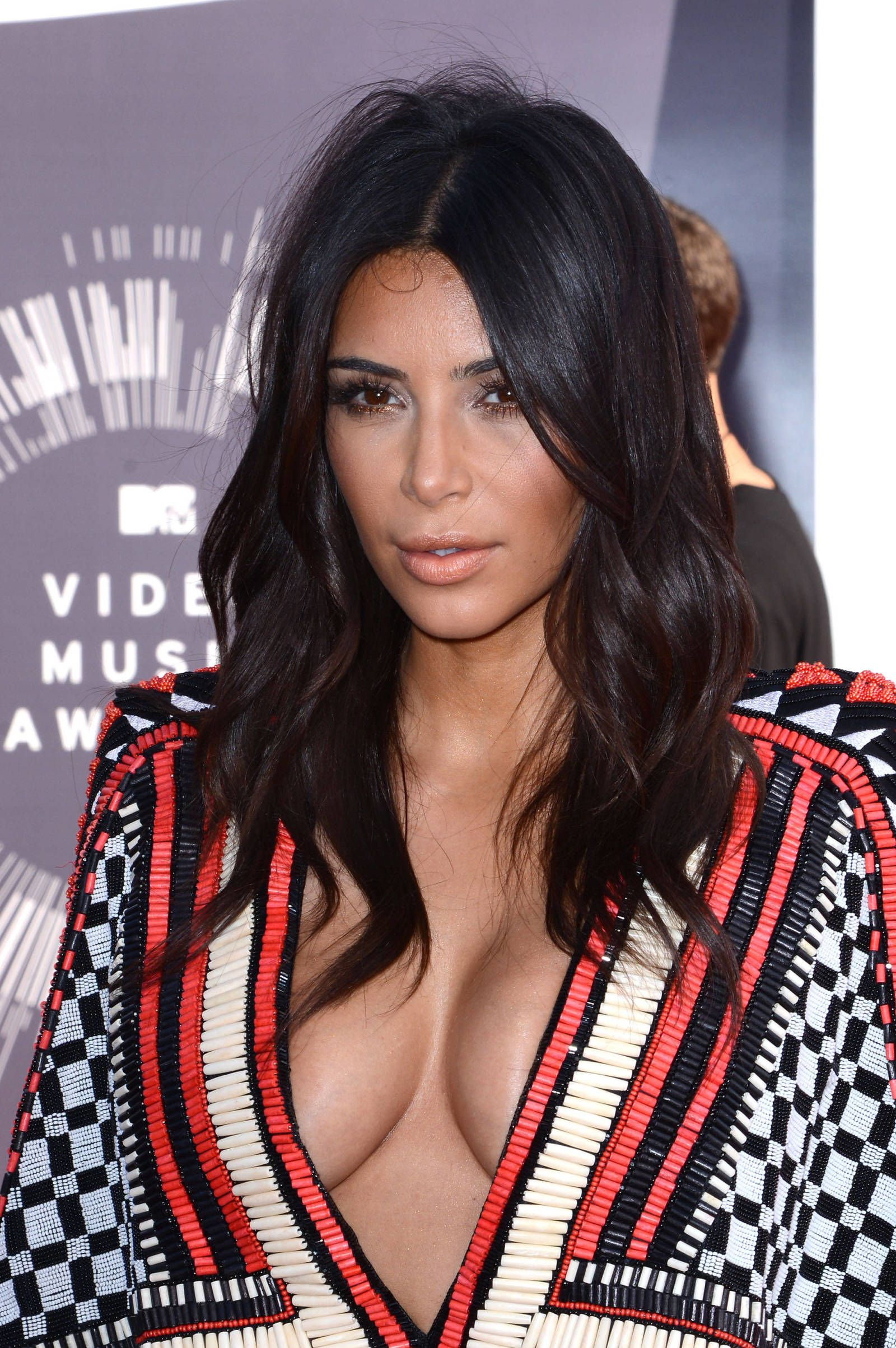 Do women show cleavage on purpose