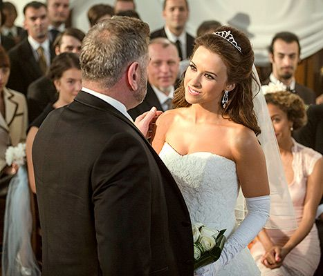Lacey Chabert Wedding.Lacey Chabert Reuses Her Wedding Dress In The Most Wonderful Way