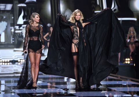 eafbf4ab470f Taylor Swift Watched the Victoria s Secret Fashion Show With Karlie Kloss  Last Night