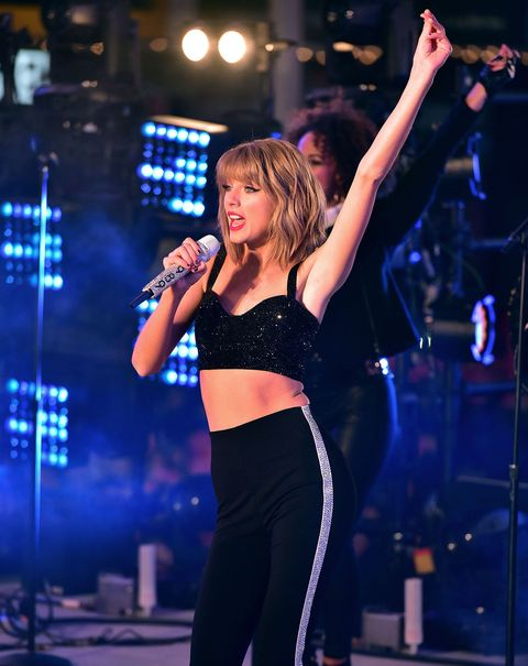 This Online Community Is Obsessed With Taylor Swift's Armpits
