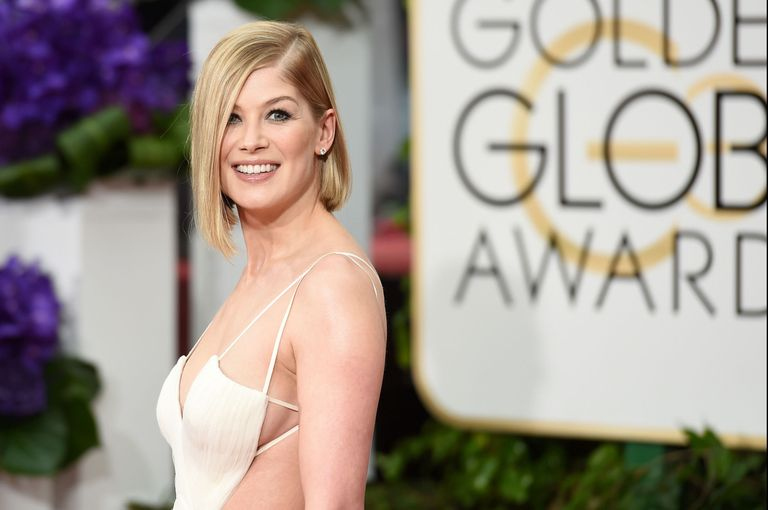 a moment for rosamund pike u0026 39 s red carpet sideboob  please