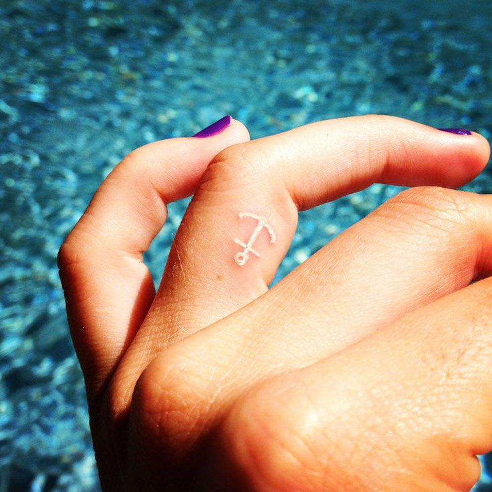 79cc5d470ac64 28 Tiny Finger Tattoo Ideas