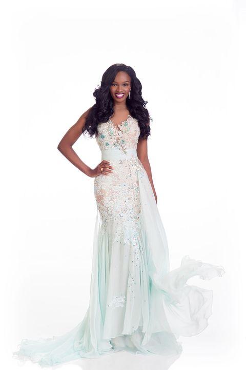 Sleeve, Shoulder, Dress, Textile, Standing, Formal wear, Gown, Waist, Fashion model, Wedding dress,