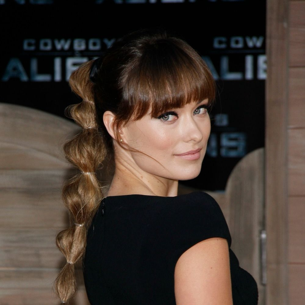 To recreate Olivia Wilde's cool take on a classic&nbsp&#x3B;pony, pull your&nbsp&#x3B;hair up at the crown of your head and secure it with a clear elastic band. Next,&nbsp&#x3B;section off 1.5-inch&nbsp&#x3B;sections with clear&nbsp&#x3B;elastics all the way&nbsp&#x3B;down your ponytail. Then, pouf out each section of hair by&nbsp&#x3B;gently pulling on it&nbsp&#x3B;to create the&nbsp&#x3B;bubble effect.&nbsp&#x3B;