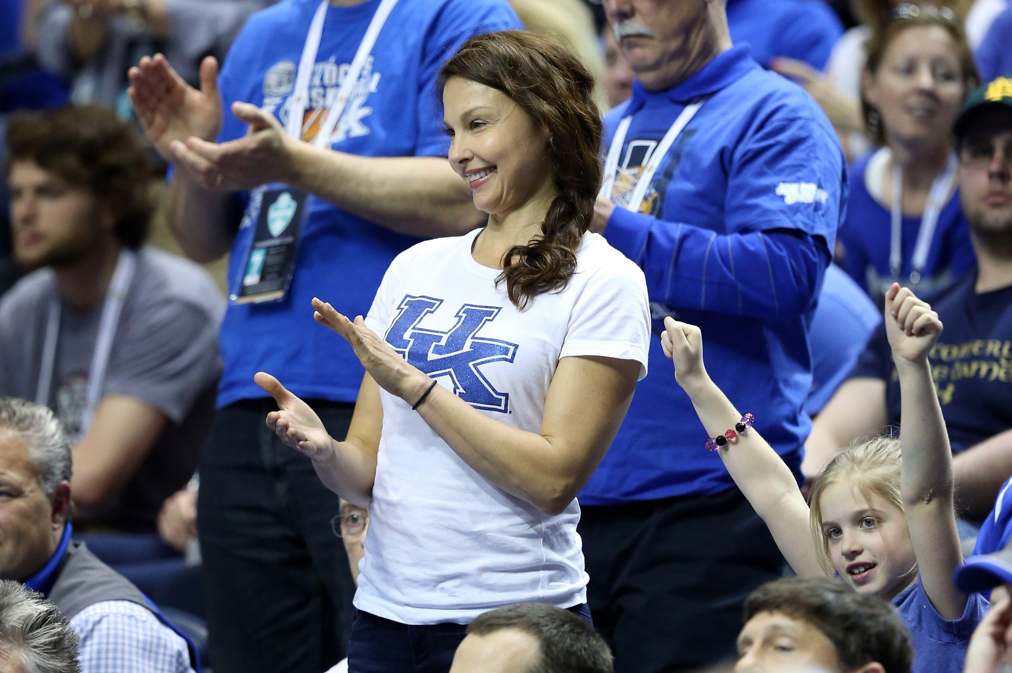 Ashley Judd Cunt ashley judd fights back against sexist twitter trolls in the