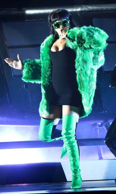 "Rihanna Performed ""BBHMM"" Live for the First Time and It Was Amazing"