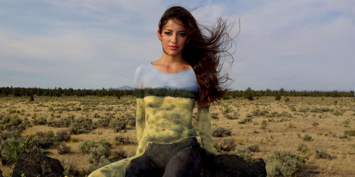 8 Unbelievable Photos of Nearly Nude People Camouflaged by