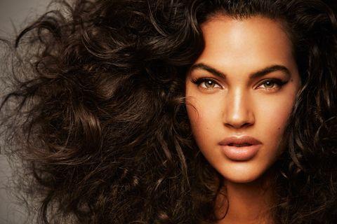 Lip, Hairstyle, Chin, Forehead, Eyebrow, Eyelash, Style, Black hair, Beauty, Iris,