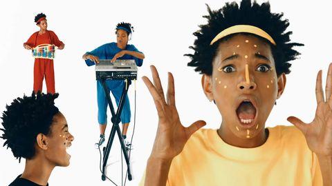 Jaw, Headgear, Neck, Tongue, Musical instrument accessory, Gadget, Tripod, Video camera, Electronic musical instrument, Active shirt,