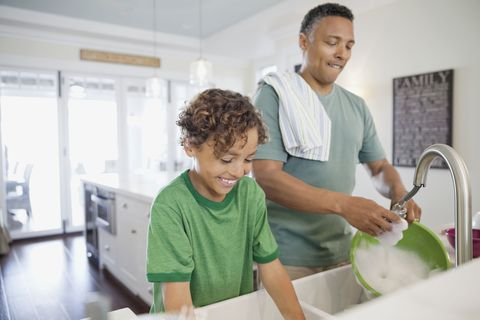 dad and kid washing dishes