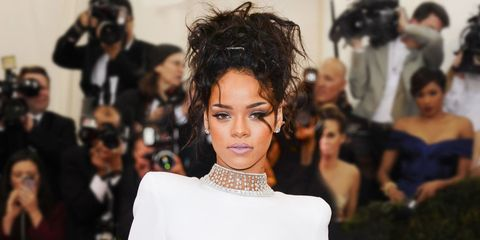 7 Hairstyles That Look Better When Your Hair Is Frizzy